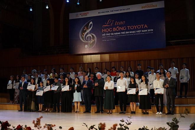 Các em học sinh, sinh viên xuất sắc nhận học bổng Toyota hỗ trợ tài năng trẻ âm nhạc Việt Nam - 1