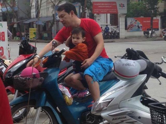 """""""Táo kinh tế"""" chở con trai trên xe máy cà tàng khiến người hâm mộ bất ngờ"""