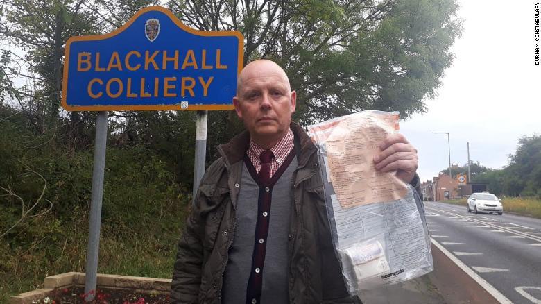 Bí ẩn nhiều túi tiền vứt như rác trên đường, cảnh sát vào cuộc điều tra - 1