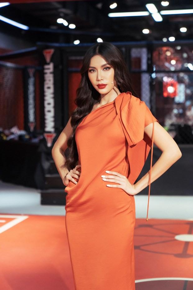 Minh Tú chọn sai váy tai hại khiến bụng to vượt mặt như bầu 8 tháng - 1