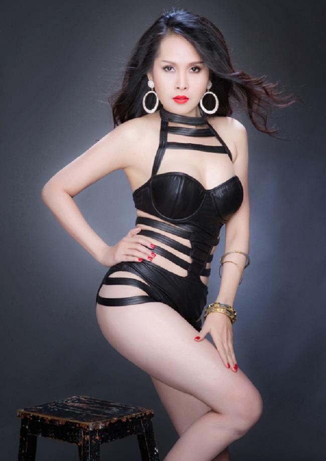 Ở tuổi 43, Minh Thư vẫn giữ được vóc dáng thon gọn cùng sự trẻ trung. Nữ diễn viên cũng ưa chuộng phong cách thời trang gợi cảm với những bộ đồ bó sát khoe đường cong cơ thể.