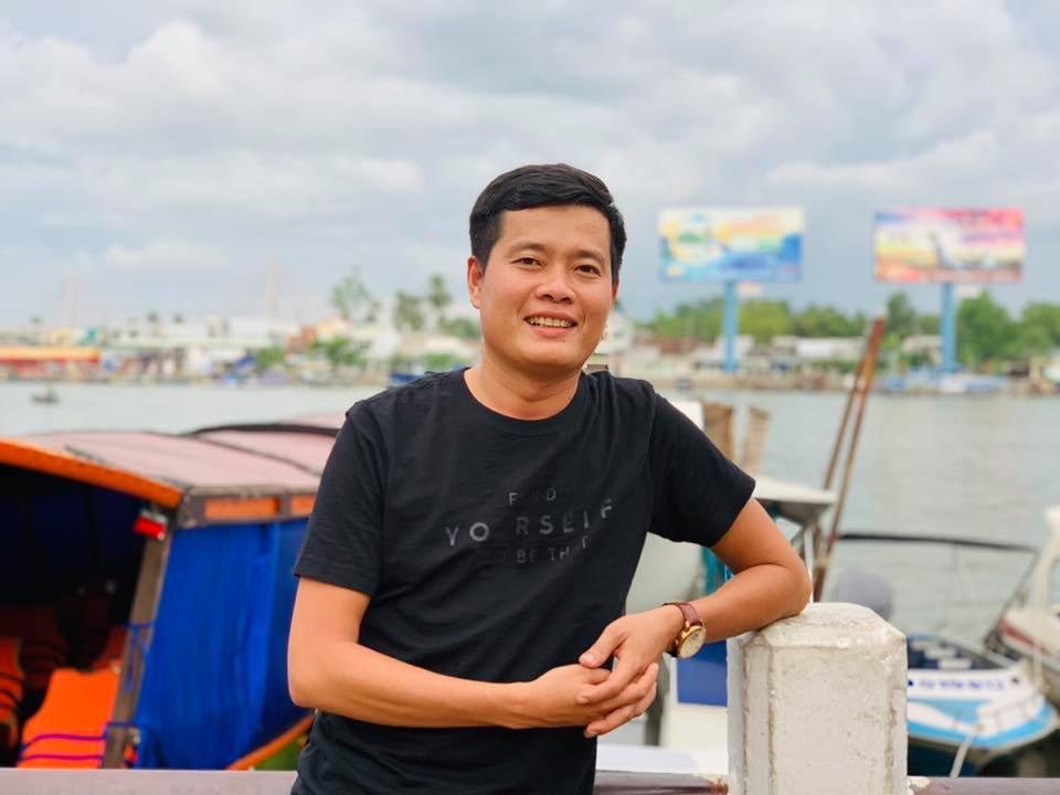 """Vì sao """"ông trùm gameshow Việt"""" thu nhập 1 tỷ/tháng vẫn để bố mẹ ở nhà lụp xụp? - 1"""