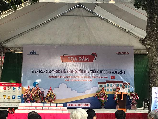 Honda Việt Nam trao tặng mũ bảo hiểm cho học sinh tỉnh Thanh Hóa - 1