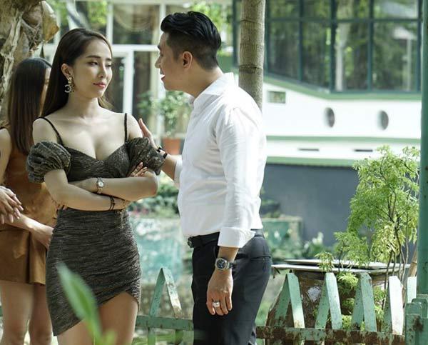 """""""Gái ngành Quỳnh Trinh"""" tập nhảy để dáng thon, cơ thể mềm mại - 1"""