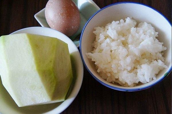 Đem cơm nguội trộn với thứ này rồi chiên, trong mềm ngoài giòn rụm, ăn là mê - 1
