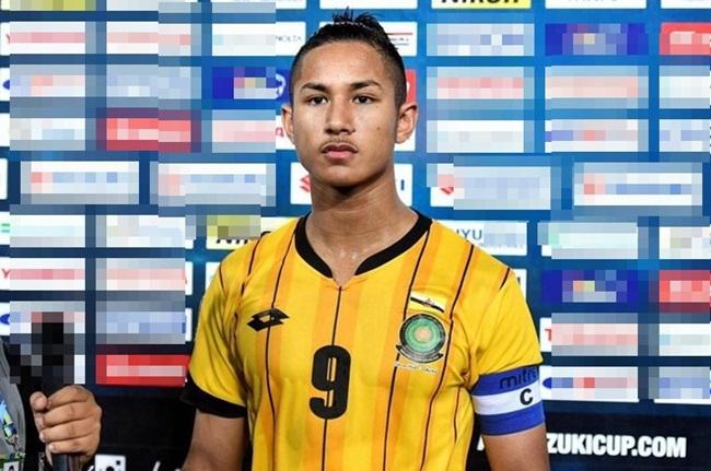 Từ hôm qua đến nay, cư dân mạng Việt Nam liên tục chia sẻ hình ảnh vềFaiq Bolkiah (sinh năm 1998) - cầu thủ của U22 Brunei tại Seagames 30. Nhiều người choáng về gia thế của cầu thủ trẻ tuổi này.