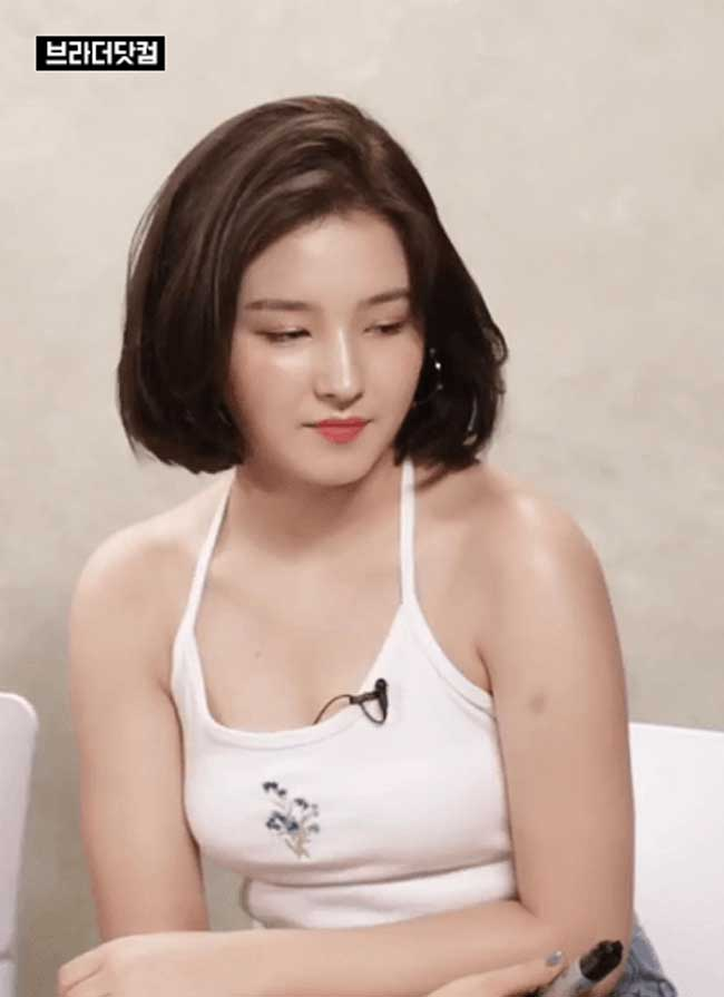 """Nancy của nhóm Momoland được mệnh danh là """"thiên thần lai đẹp nhất xứ Hàn"""" vì sở hữu nhan sắc tự nhiên hoàn mỹ."""