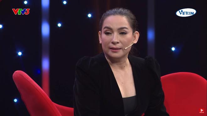 """Phi Nhung bị con nuôi bóc phốt """"mê trai"""" trên sóng truyền hình - 1"""