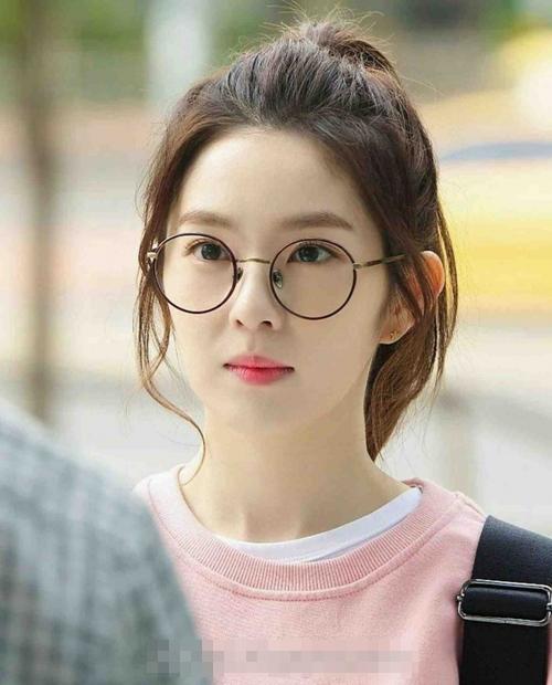 Những kiểu tóc xinh tôn nét đẹp của cô nàng đeo kính - 1