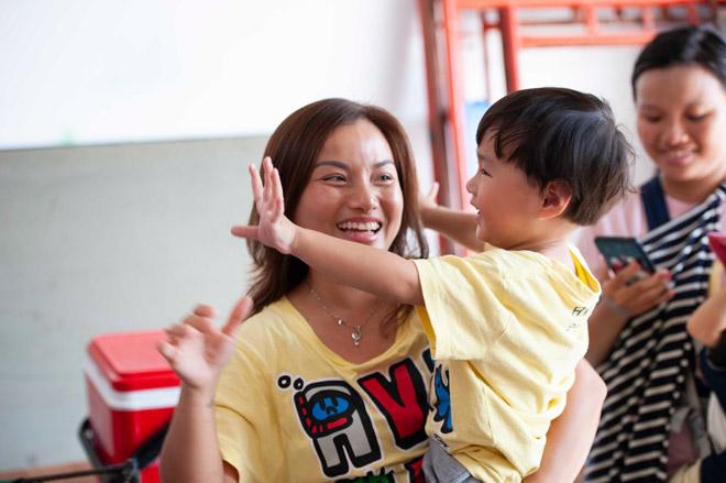 """Cậu bé 3 tuổi người Việt hot nhất YouTube """"quậy banh"""" phim trường - 1"""