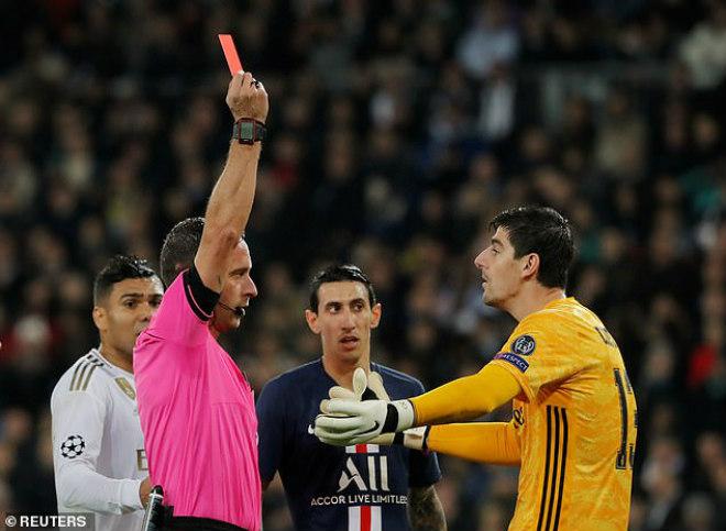 """""""Bẻ còi"""" sốc cúp C1: Real thoát thẻ đỏ và penalty, fan tố """"mua chuộc"""" VAR - 1"""