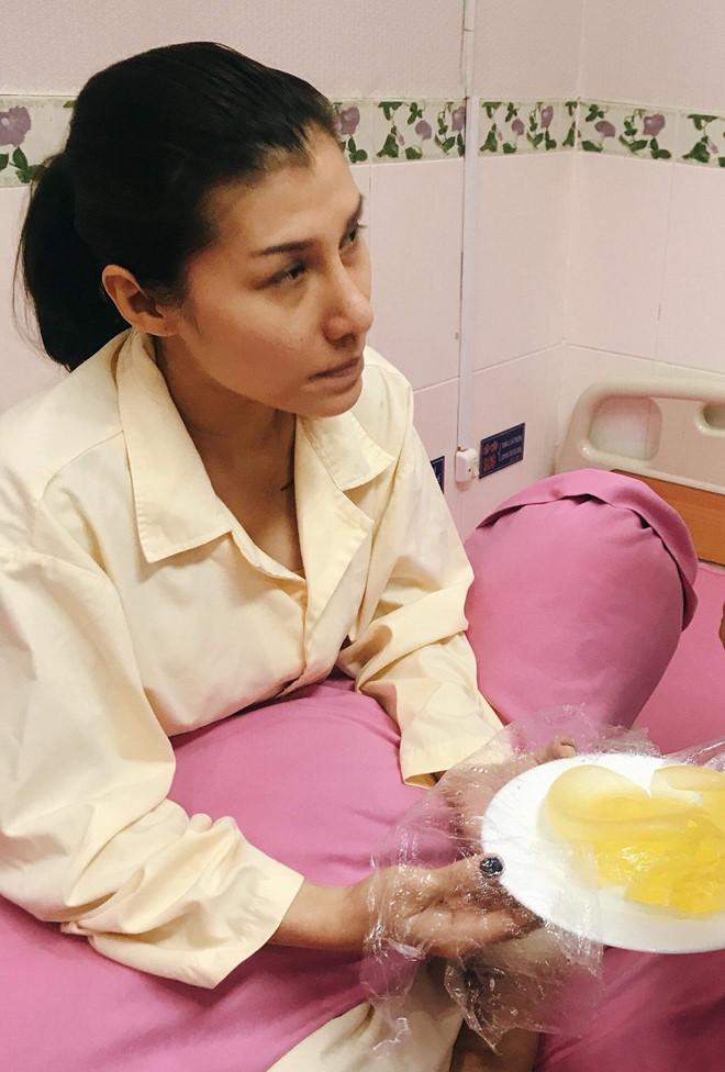 Người đẹp Việt bị nổ túi ngực trên máy bay giờ ra sao? - 1