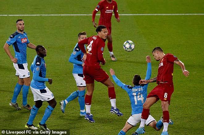 Cúp C1, Liverpool - Napoli: Siêu trung vệ sai lầm, tình thế vất vả - 1