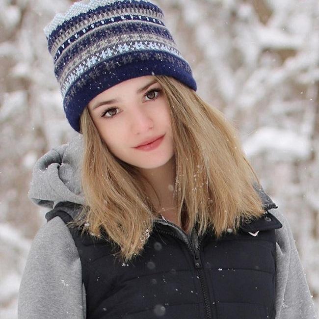 Nữ VĐV tennis - Makenzie Raine đang nổi rần rần trên mạng xã hội nhờ nhan sắc xinh đẹp như thiên thần. Càng đặc biệt hơn khi năm nay cô nàng mới 14 tuổi.