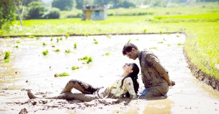Cặp đôi Ấn Độ lăn lộn trong bùn để chụp ảnh cưới độc nhất vô nhị - 1