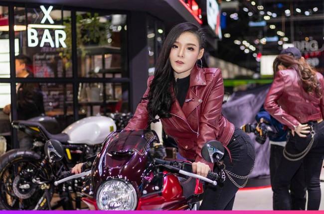 Người đẹp khoe vòng ba nóng bỏng một cách khéo léo bên xế nổ tại Motor Expo 2019 đang diễn ra tại Thái Lan.