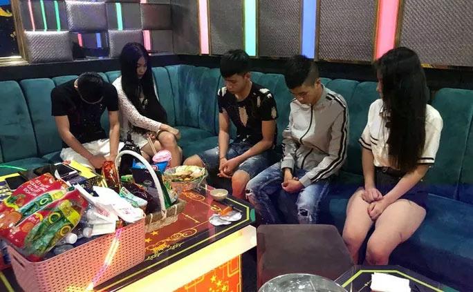 Quảng Nam: 22 nam nữ phê ma túy trong karaoke LASVEGAS - 1