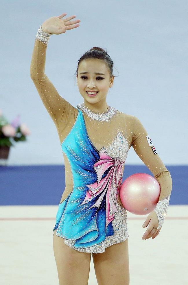 """Cô được khen ngợi là """"nữ thần"""" bộ môn thể dục dụng cụ Hàn Quốc nhờ vẻ ngoài xinh đẹp. Hiện tại, tuy đã giải nghệ nhưng nhan sắc của cô vẫn là tượng đài khó ai vượt qua nổi."""