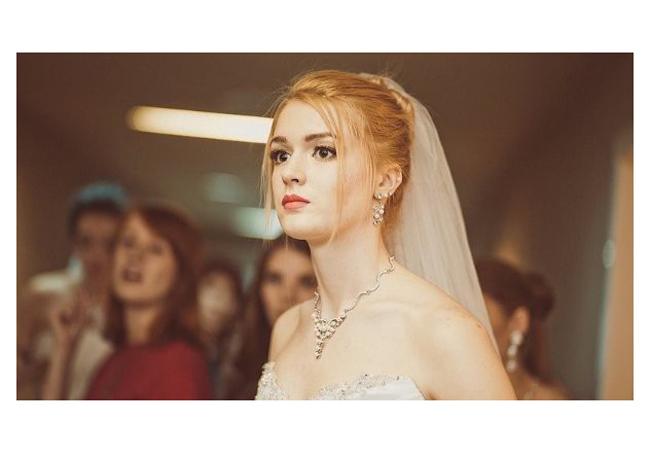 Ngoài chơi bóng chuyền, Alisa từng giành thứ hạng cao ở các cuộc thi sắc đẹp như Hoa hậu Primorye 2013, Hoa hậu Hình thể Nga 2015, Hoa hậu Tatarstan 2015 (giành ngôi vị Á hậu 1), đại diện nước Nga tranh tài ở cuộc thi Siêu mẫu Quốc tế 2015.