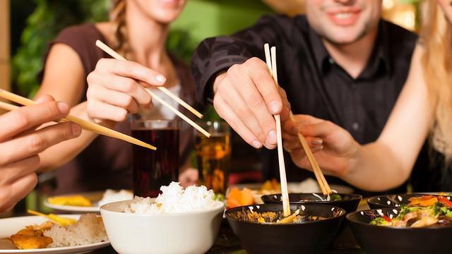 90% người Việt có những thói quen xấu này trong bữa ăn, khiến bệnh tật sớm tìm đến - 2