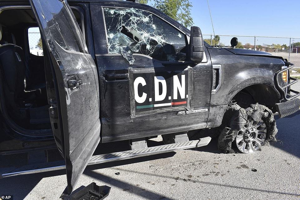 Mexico: Kinh hoàng hiện trường vụ băng đảng đấu súng với cảnh sát khiến hàng chục người chết - 1