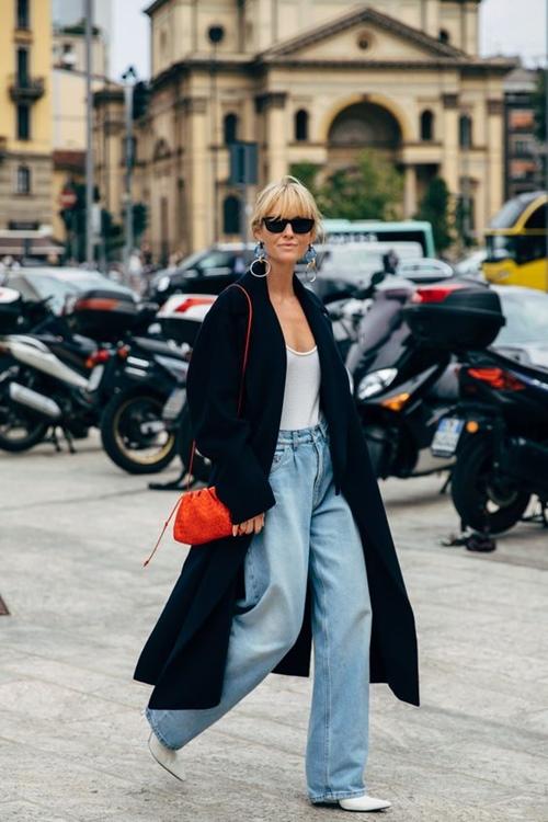 Quần jeans cũ mix với 6 kiểu áo này chỉ có đẹp trở lên - 4