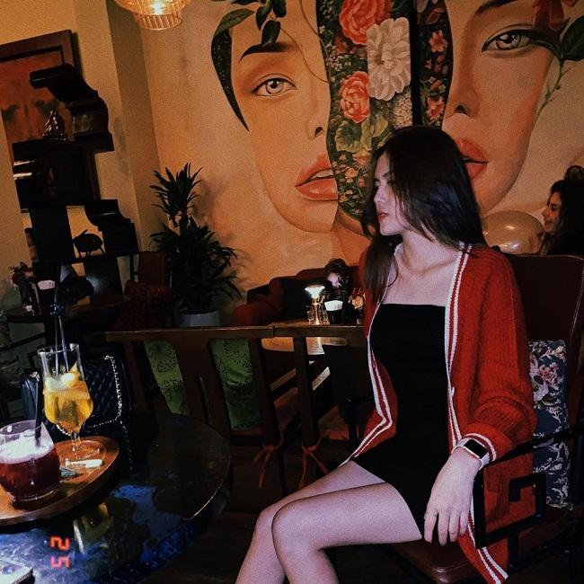 """Tố Uyên được nhiều người yêu mến bởi vẻ xinh đẹp chứ không hoàn toàn vì """"mác"""" bạn gái Thành Chung."""