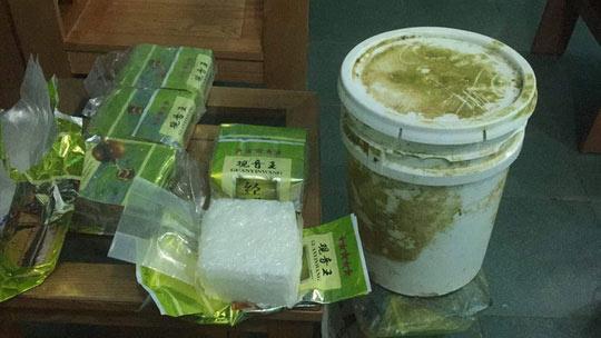 Nhiều gói ghi chữ Trung Quốc nghi chứa ma túy liên tục dạt vào bờ biển miền Trung - 1