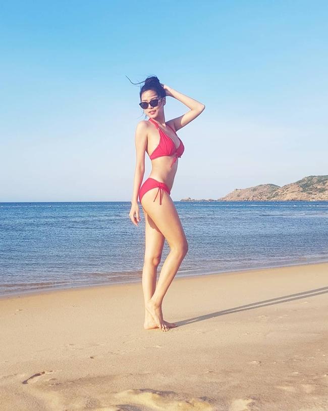 Thời gian gần đây, việc Quỳnh Lyra vắng bóng trên màn ảnh khiến nhiều người hâm mộ tò mò. Trên trang cá nhân, người đẹp 9X chia sẻ nhiều hình ảnh diện bikini gợi cảm khi đi du lịch.