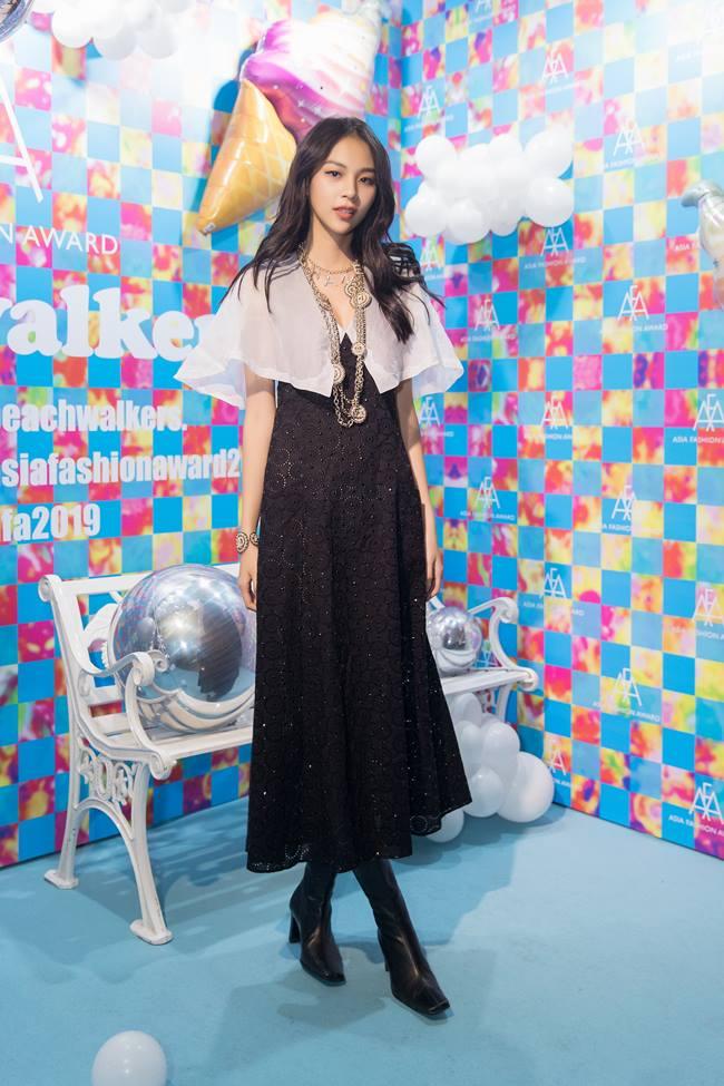 Phí Phương Anh diện set đồ 500 triệu đồng tại Asia Fashion Awards - 1