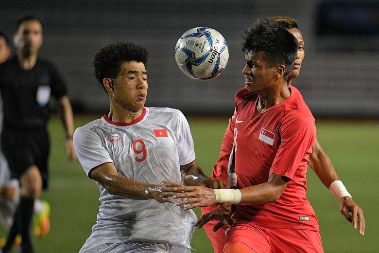CĐV Singapore nói Việt Nam quá mạnh, đội nhà yếu kém không ghi nổi bàn nào - 1