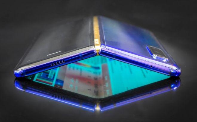 Galaxy Fold 2 có thiết kế vỏ sò, giá không quá 1.000 USD - 1
