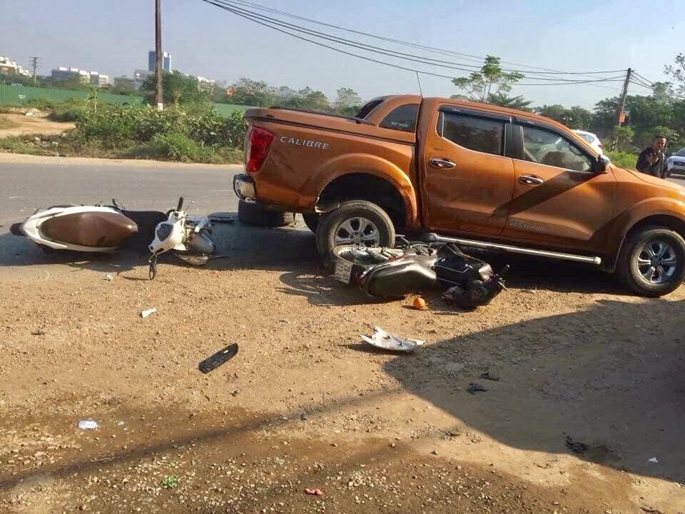 Ôtô Range Rover toang đầu, rơi bánh sau tai nạn liên hoàn trên quốc lộ - 1