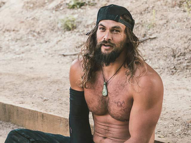 """Body vạm vỡ như thần Hy Lạp đời thực của """"Người đàn ông hấp dẫn"""" nhất 2019"""