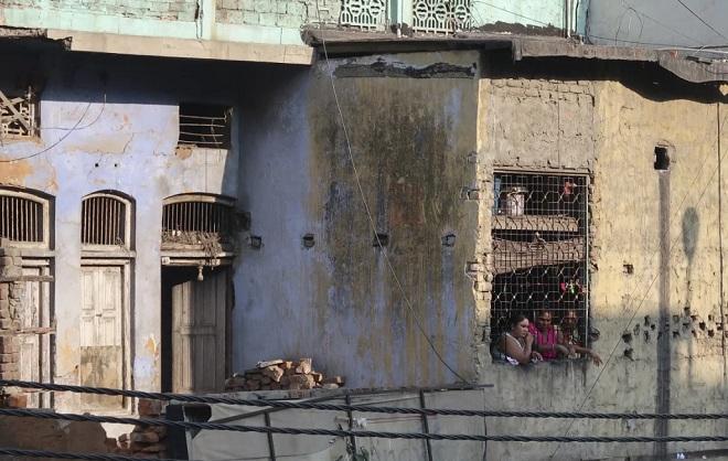 Con đường làm gái mại dâm không lối thoát của cô gái Ấn Độ bị cha bán lấy tiền mua rượu - 1
