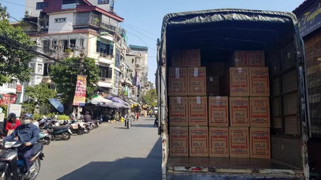 Đồ khô, bánh kẹo, mứt tết đã tràn ngập thị trường Hà Nội - 1
