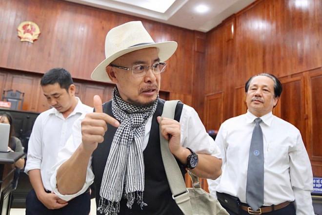 Ông Đặng Lê Nguyên Vũ ngồi lặng cả phút sau khi tòa tuyên án - 1