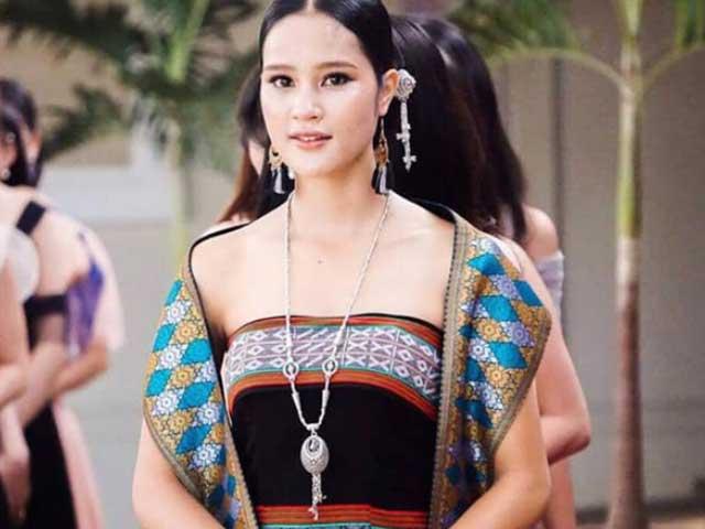 Thời trang - 4 cô gái Lào hot ở Việt Nam mặc đồ truyền thống lẫn hiện đại đều thu hút