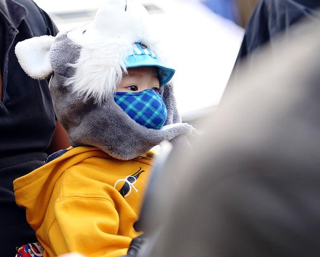Sài Gòn lạnh nhất từ đầu năm, người dân ngỡ như đang ở Đà Lạt - 1