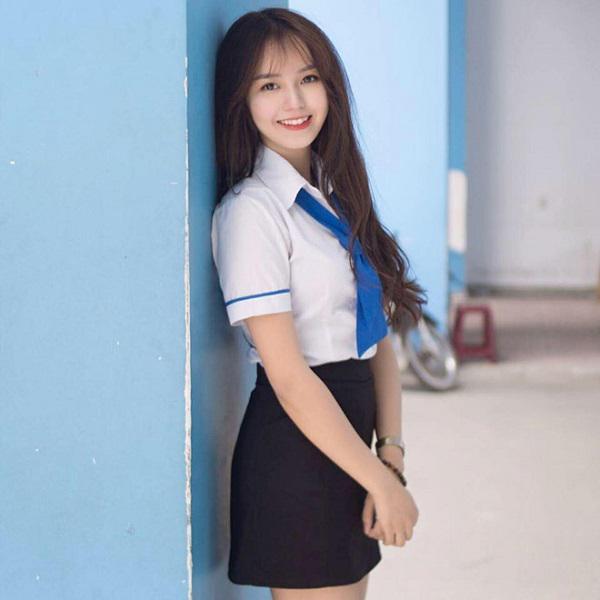 Hot girl ĐH Công Nghiệp Thực Phẩm TP.HCM kiếm 50 triệu đồng/tháng nhờ bức ảnh mặc đồng phục - 1