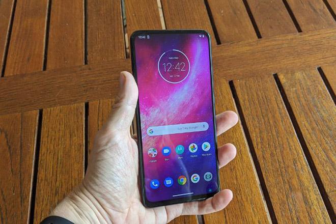 Motorola bất ngờ ra mắt mẫu smartphone tầm trung đầy mạnh mẽ - 1