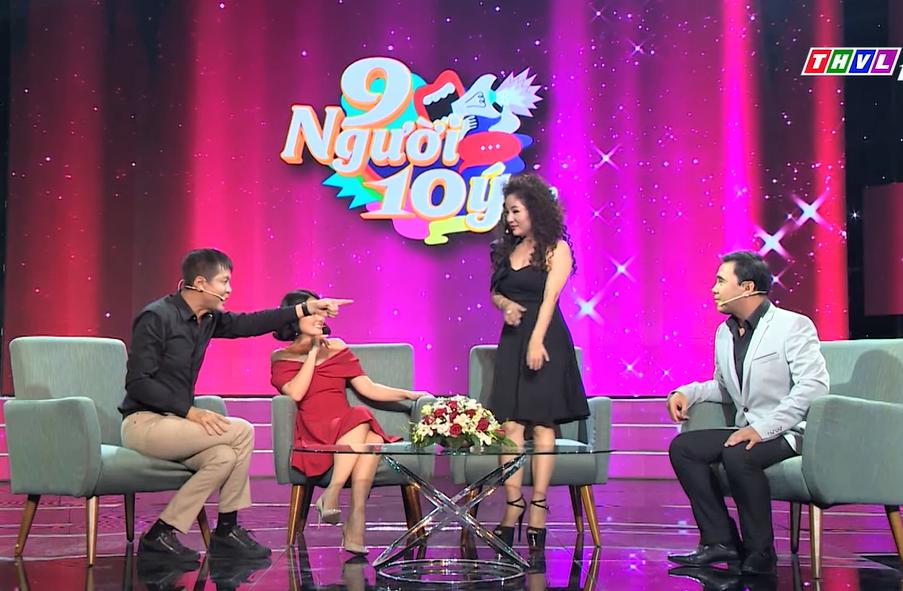 MC Quyền Linh bối rối khi bị đạo diễn Lê Hoàng gay gắt chỉ thẳng mặt trên sóng truyền hình - 1
