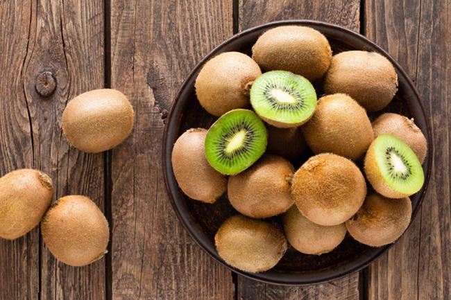 9. Kiwi rất giàu các chất chống oxy hóa chống ung thư, bao gồm vitamin C, vitamin E, lutein và đồng.