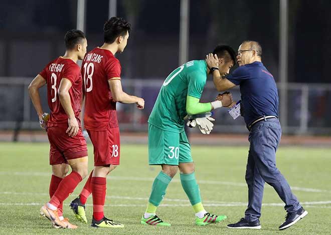 Thủ môn Tiến Dũng, Văn Toản mắc sai lầm: Thầy Park làm gì để giành HCV SEA Games? - 1