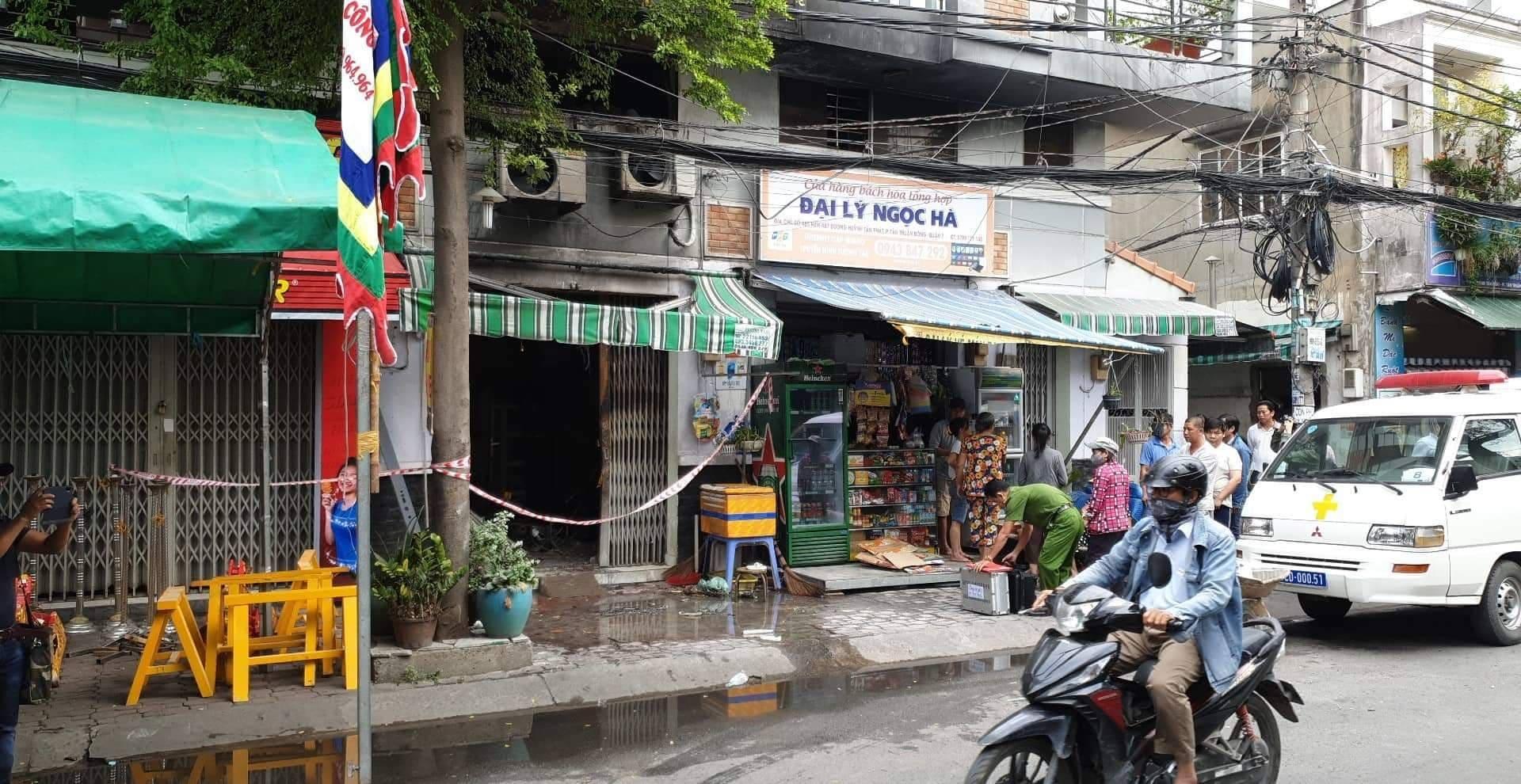 Lửa bao trùm căn nhà ở Sài Gòn lúc rạng sáng, 3 người tử vong - 1