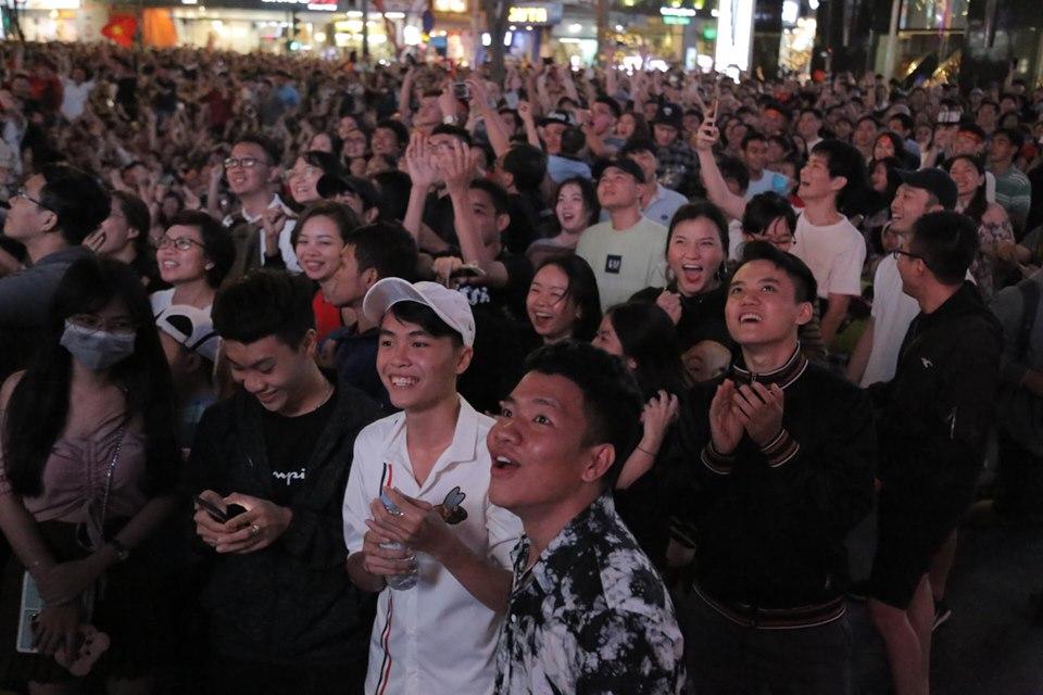 """U22 Việt Nam - U22 Campuchia: Triệu fan vỡ oà thưởng thức """"bữa tiệc bàn thắng"""" - 1"""
