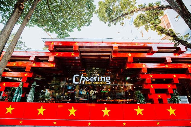 """""""Choáng"""" trước nhà hàng nhuộm đỏ rực cổ vũ đội tuyển U22 Việt Nam - 1"""