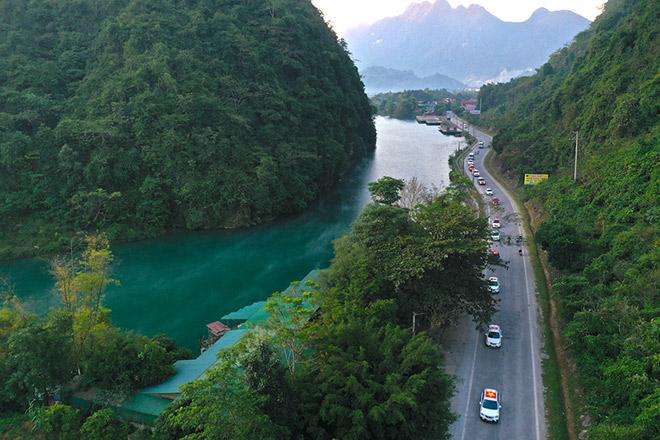 Vẻ đẹp con người rẻo cao Hà Giang qua chuyến caravan độc nhất vô nhị - 1