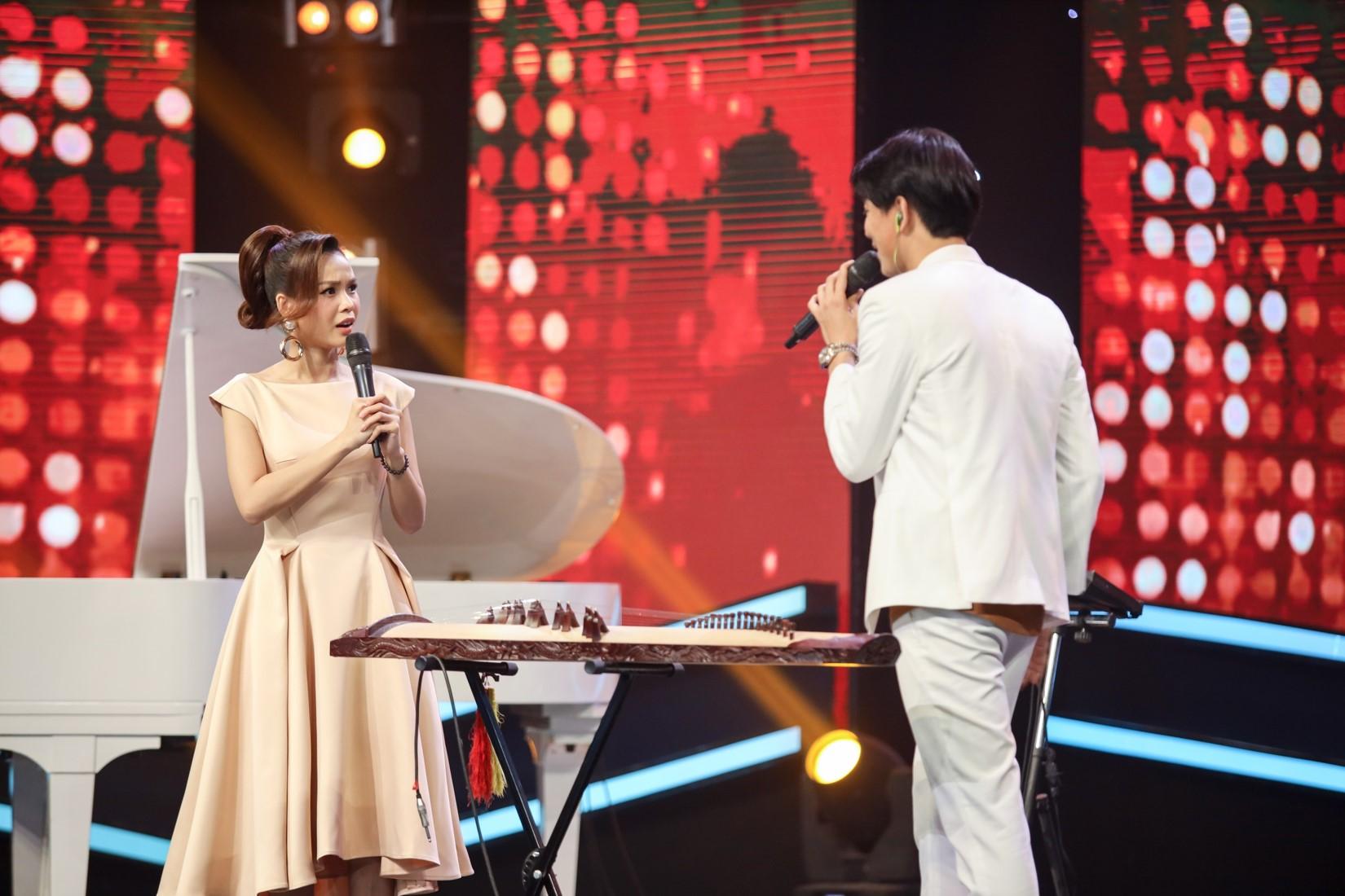 """Chồng cũ Trương Quỳnh Anh """"thả thính"""" nữ vũ công trên sóng truyền hình - 1"""