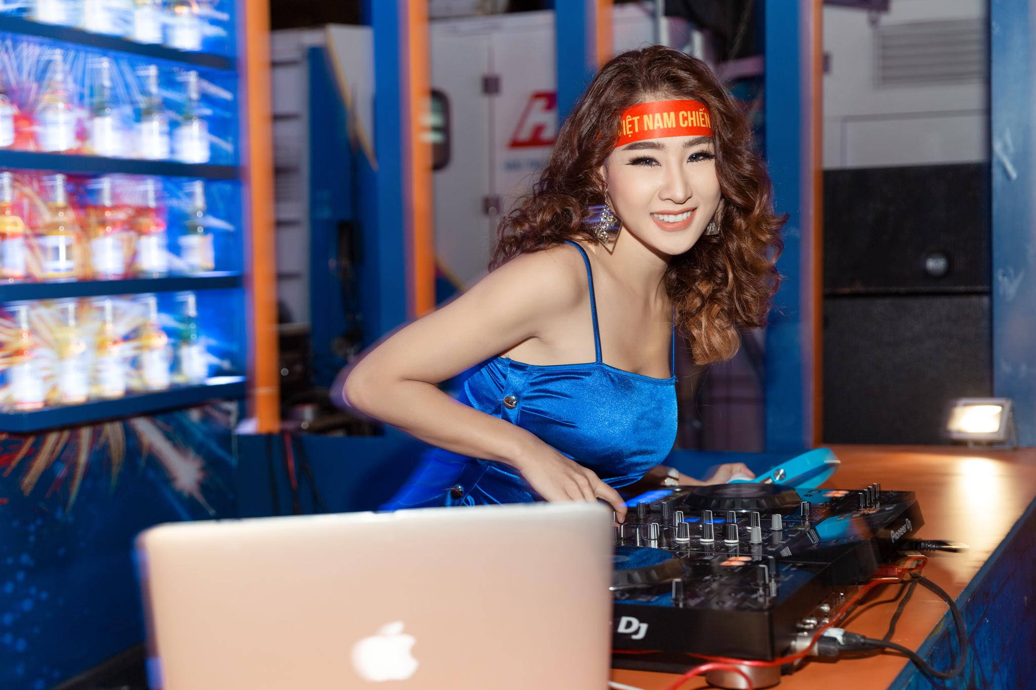 """DJ """"gợi cảm nhất châu Á"""" công khai bày tỏ tình yêu với Tiến Linh - 1"""